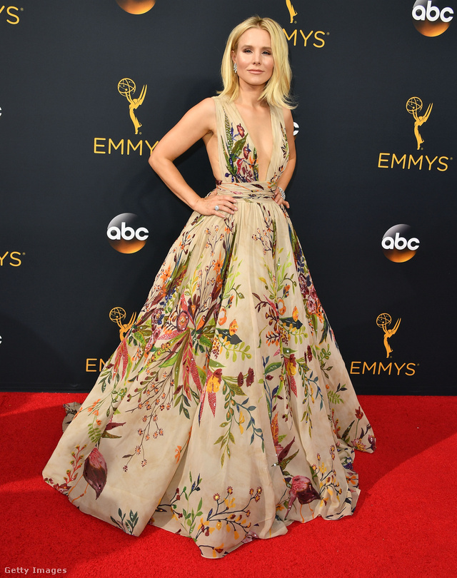 Kristen Bell látványos ruhacsodáját Zuhair Murad tervezte.