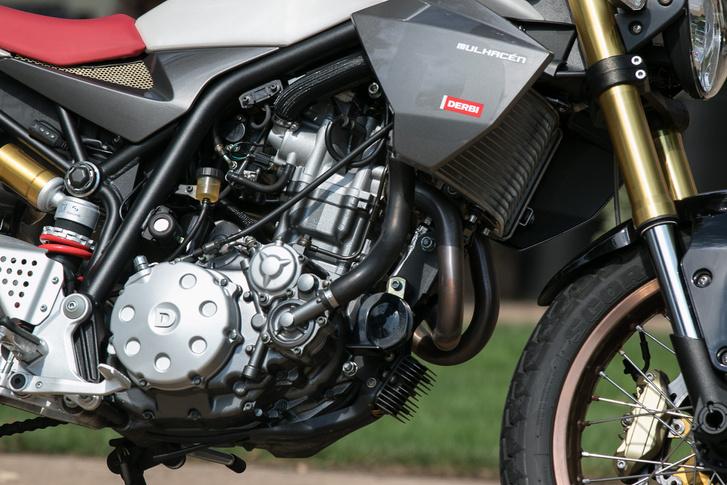 Ismerős blokk: ez a Yamaha XT660 és MT-03 modellekből származik