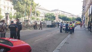 Bombát találtak a József körúton, lezárják a környéket