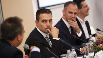 Vona kesztyűt dobott Orbánnak és Molnárnak