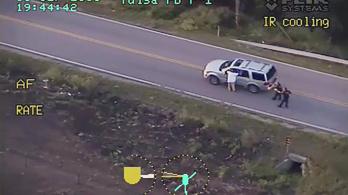 Vádat emeltek a fegyvertelen fekete férfit lelövő rendőrnő ellen