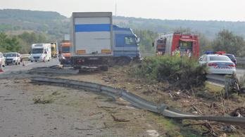 Balesetek miatt zárták le az M1-est Budapest felé
