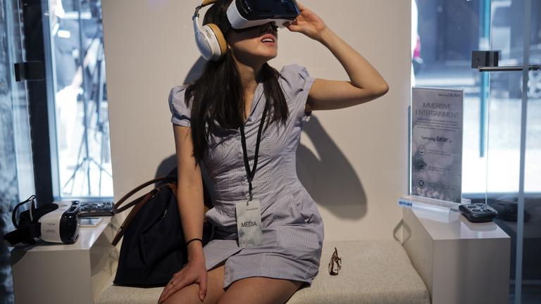 Márpedig itt VR-karácsony lesz, ha a fene fenét eszik is!