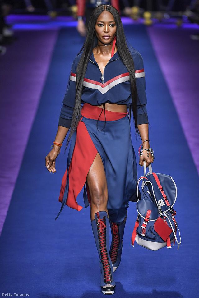 Naomi Campbell is helyet kapott a Versace kifutóján.