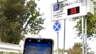 Szentendrén már a mobiljával is kereshet szabad parkolóhelyet