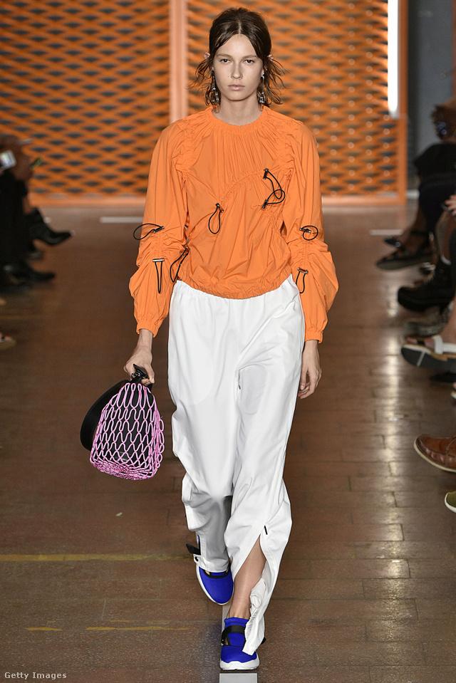 Az MSGM tervezői szerint is divatba jön a sportos vonal, a felcipzározható nadrág és a zsinórral behúzható pulóver.