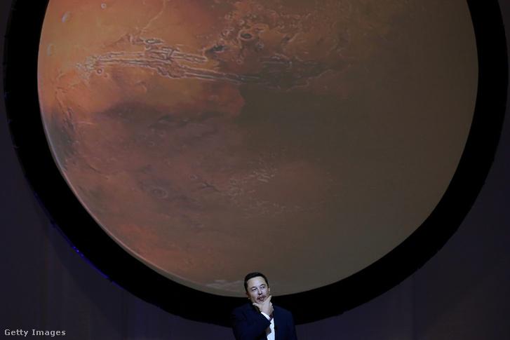Elon Musk a bemutatón.