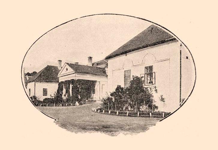 A kúria az I. világháború előtt. A jelenlegi állapot fotóiért kattints a képre!