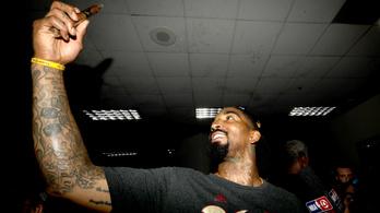 Pénzzel van teletömve az NBA-csarnokokban a plafon