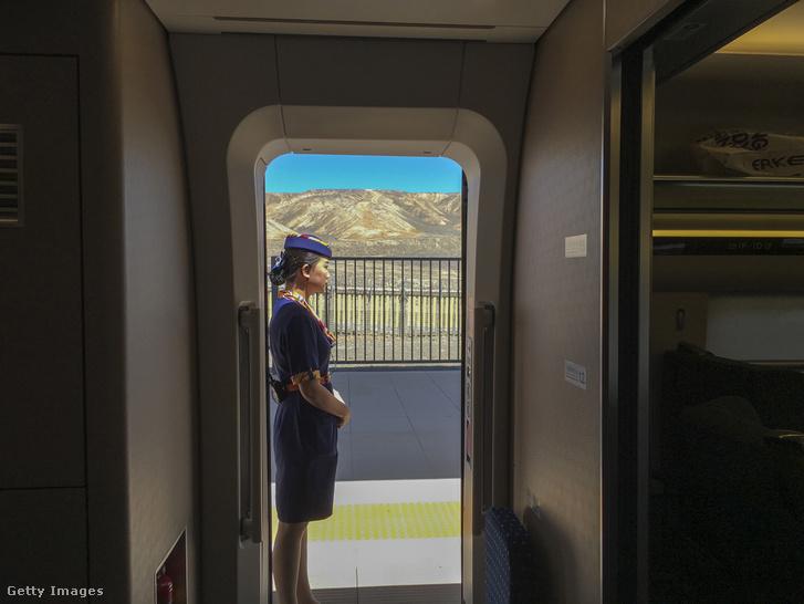 Kínai vonatkísérő Turanban.