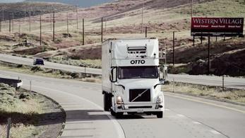 Jövőre indulnak az önjáró kamionok