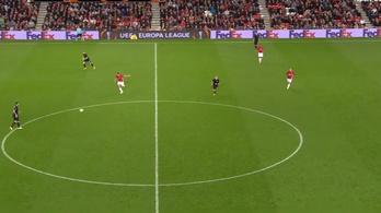Zlatan is kiakadt Rooney-ra, és már le is mondott róla
