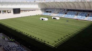 A fű hibrid, a világítás LED, a cserék a tribünön ülnek az MTK-stadionban