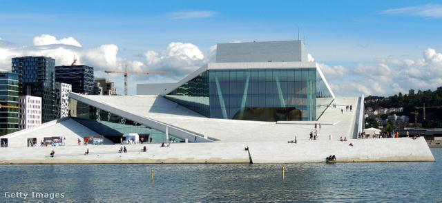 Az oslói operaházat legalább kívülről meg kell nézni!