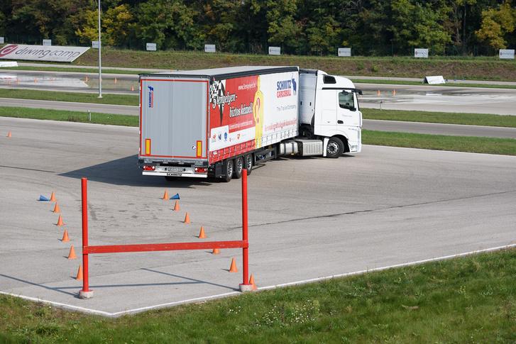 Kamion parkolás próba