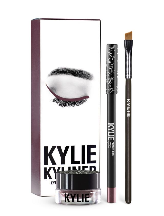 Nem árazták túl a Kylie Jenner szemfesték szettet, a Kylinert amiért 36 dollárt, 9895 forintot kérnek érte az üzletekben.