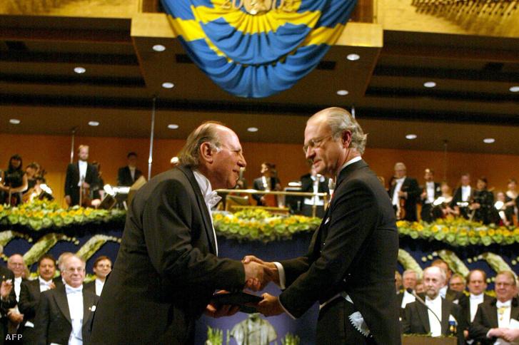 Kertész Imre 2002 decemberében vette át a Nobel-díjat