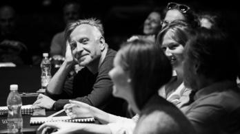 Milyen színházi előadásokat ajánl a Fidelio októberre?