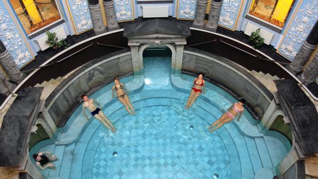7 fantasztikus régi fürdő, ahol most is lehet csobbanni