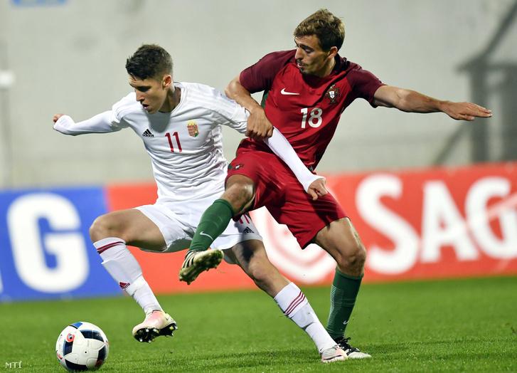 Szilvási Péter (j) és a portugál Diogo Jota a labdarúgó U21-es Európa-bajnokság selejtezõjében játszott Magyarország - Portugália mérkõzésen a Gyõrhöz tartozó gyirmóti Alcufer Stadionban 2016. október 6-án.
