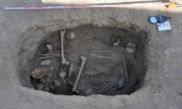 01 pot burial.adapt .1190.1