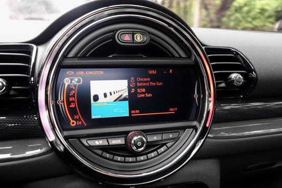 20 GB zenét rá is másolhatunk a navigáció háttértárára