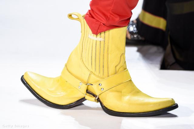 Mindenidők egyik legelgondolkodtatóbb cipőjét mutatta be a Hood By Air New Yorkban.