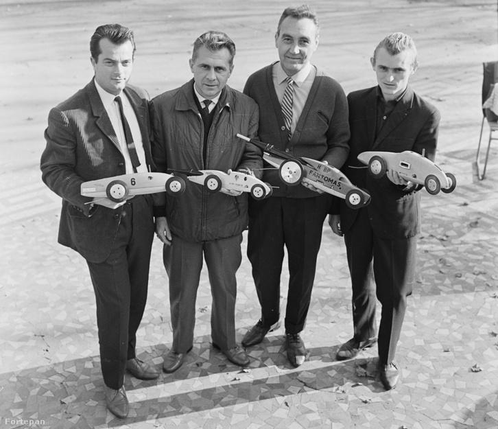 A MOM MHSZ sebességi versenyautó modellező csapata, 1968.