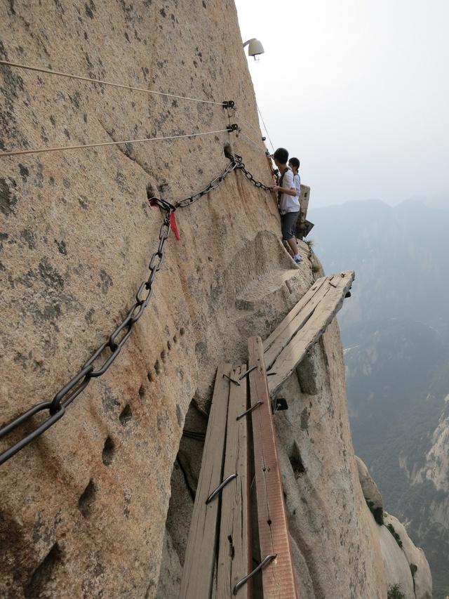 Egy huashan-hegy túra felér egy öngyilkossági kísérlettel.