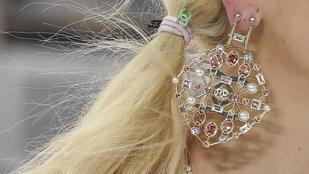 A Chanel divatba hozta a hajgumit