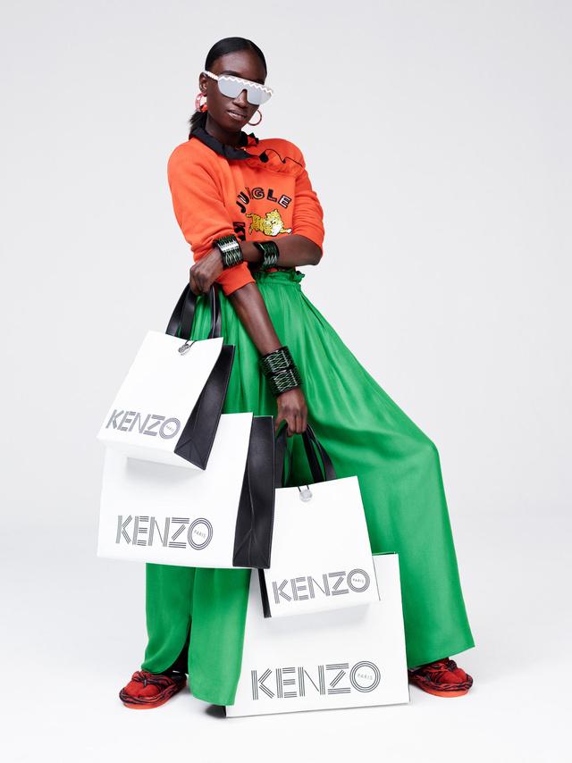 November 3-án indul a szokásos hiszti a H&M üzletek előtt.