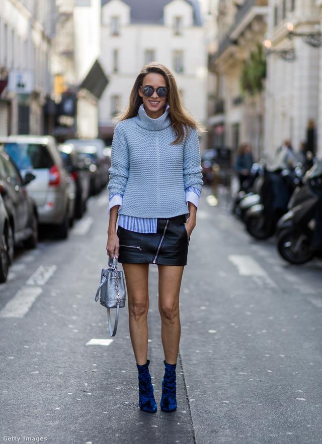 Cipzáras bőrminivel és világos kék garbóval is jól mutat.