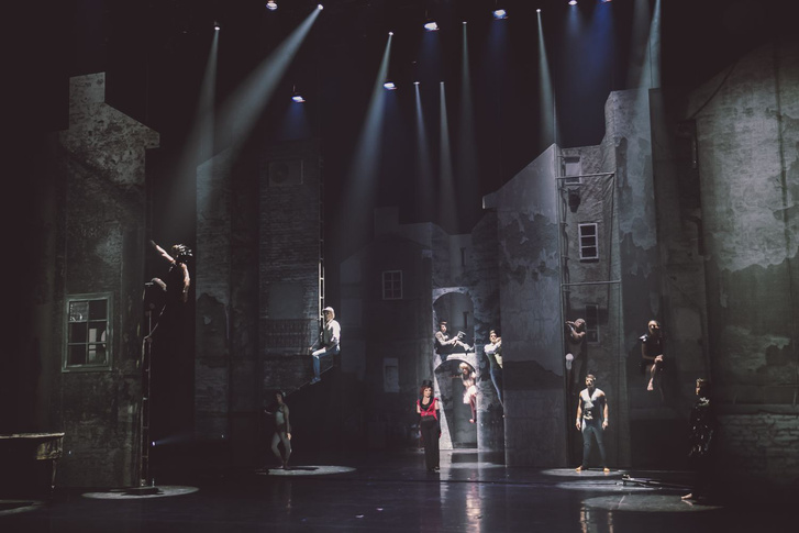 Egy jelenet a Cirkusz az Éjszakában c. darabból