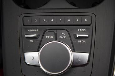 A kezelőrendszer egész gyorsan megtanulható, sokkal jobb, mint a BMW-é vagy a Mercedes-é