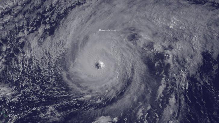 A Bermuda felé tartó Nicole hurrikán október 12-én készült műholdas képe