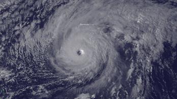 Rendkívül veszélyes hurrikán tart Bermuda felé