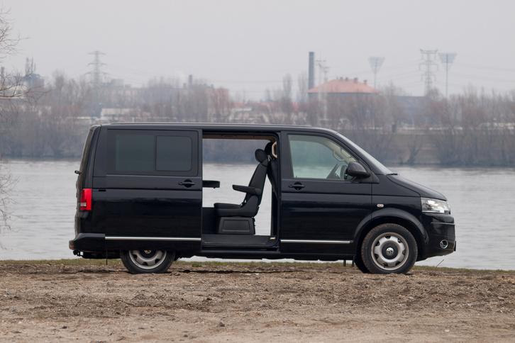 Volkswagen Multivan kisbusz