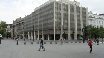 Azbesztveszély a Kossuth téren?