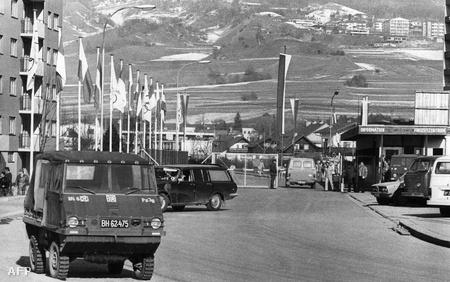 Az innsbrucki olimpiai falu bejárata