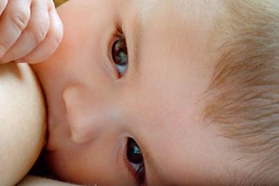szoptatas anya kicsi