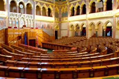 parlament lead