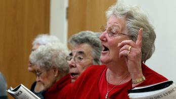 Hogyan segíti az éneklés a Parkinson-kórosokat?