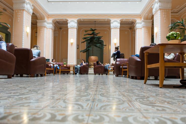 Az egykori szanatórium épületében ma a Semmelweis Egyetem Egészségtudományi Kara működik
