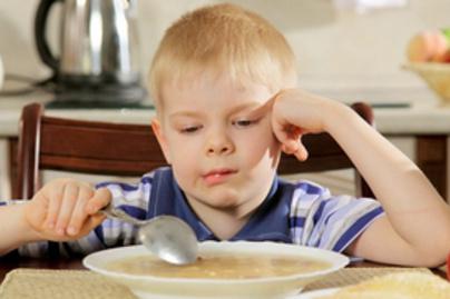 gyerek eszik lead