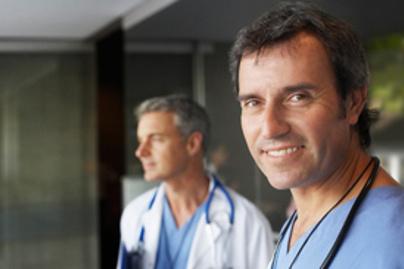 doktorok mosolyognak