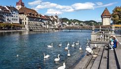 Ingyen buszjegyet ad turistáknak a meseszép svájci városl