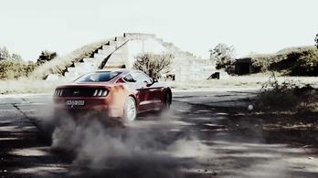 Új Mustang és Corvette