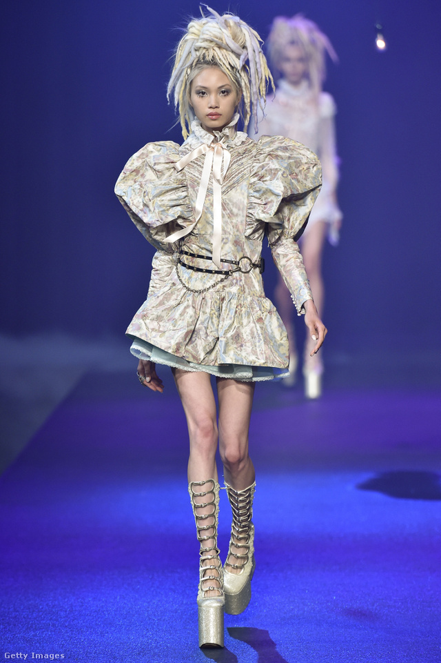 Puffos ujjú kabátruha a Marc Jacobs tavaszi-nyári kollekciójában.