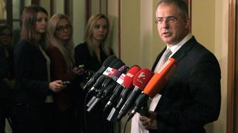 Kósa: Az MSZP hazudik, a Jobbik hazudik és hazaáruló