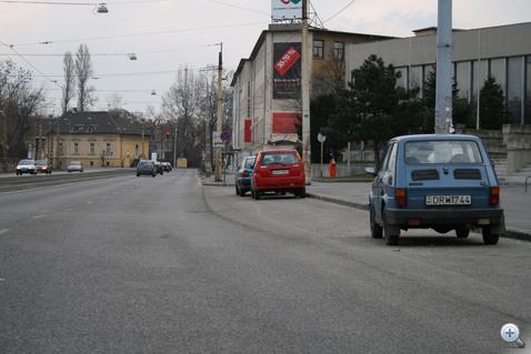 Percek alatt állják körbe a Kispolszkit, és töltik csurranásig tele a parkolókat a másnap reggel fél nyolcra érkező autósok.